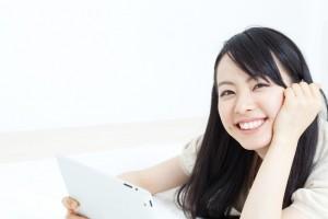 オンライン英会話のレッスン中の女性