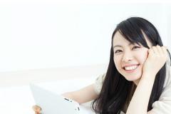 ネット英会話のレッスン中の女性